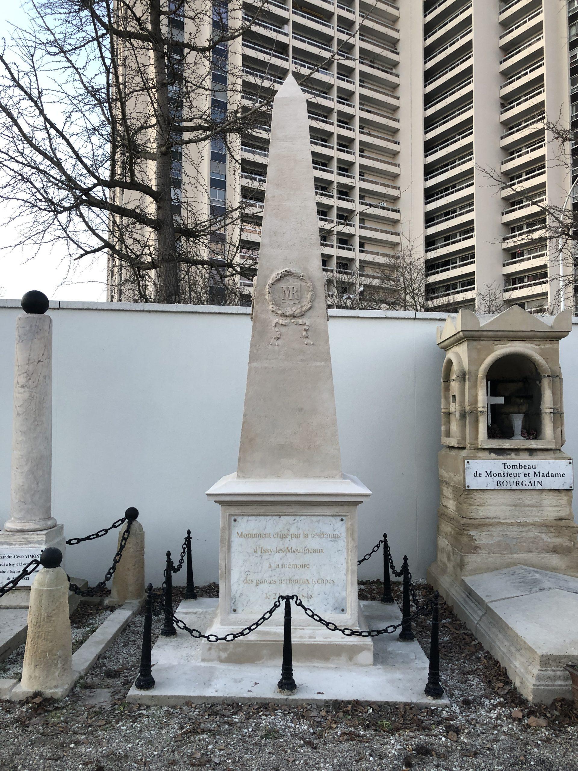 Restauration de deux monuments aux morts au cimetière d'Issy-les-Moulineaux
